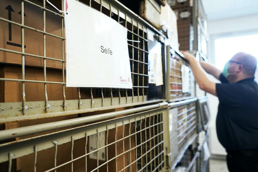 Alltag für viele Rettungsdienst-Organisationen: Beschaffung elementar wichtiger Verbrauchsmaterialien und Schutzkleidung, zu überhöhten bis teilweise astronomischen Preisen