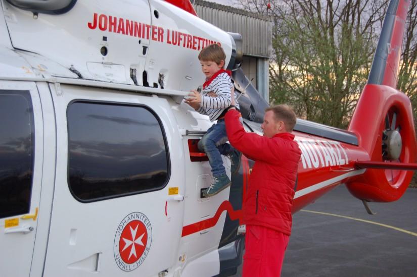 Egal ob jung oder alt, die Besatzungen des Marler ITH zeigten ihren Besucherinnen und Besuchern gerne ihr Arbeitsgerät und beantworteten deren Fragen gerne