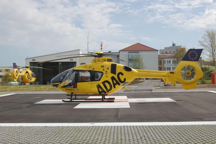 """Mit einer Feier wurde der Flugbetrieb von """"Christoph  18"""" am renovierten Luftrettungszentrum an der Main-Klinik in Ochsenfurt am 26. April 2013 offiziell wiederaufgenommen"""