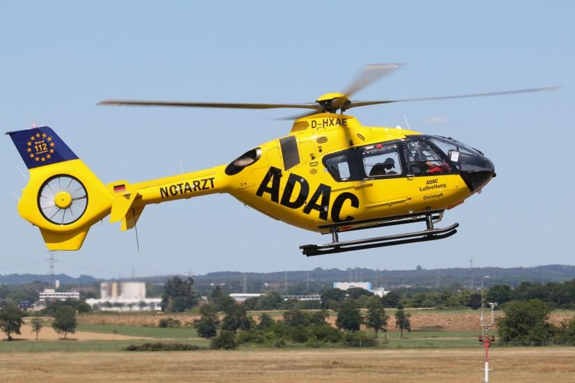 Am 24. Juni 2020 konnte die EC 135 mit dem neuen Kenner D-HXAE im Corporate Design der ADAC Luftrettung fotografiert werden – sogar fliegend