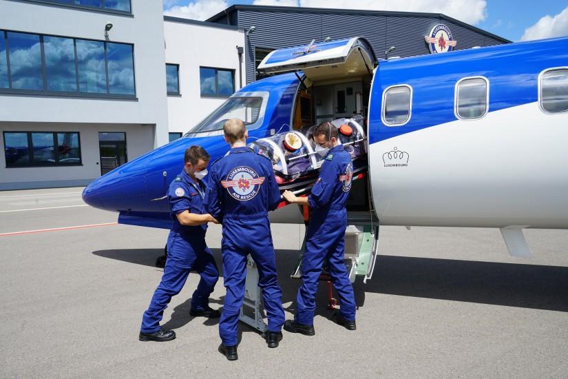 Für den Transport von hochinfektiösen Patienten im Learjet wurden von der LAR außerdem zwei weitere sogenannte Isolation Chambers angeschafft