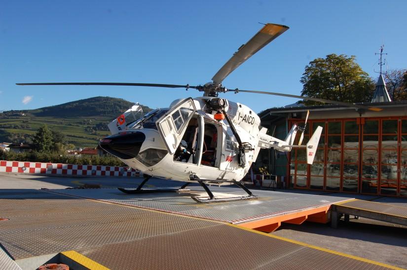 """Mitte Oktober 2013 flog in Brixen/Bressanone (Südtirol/Italien) noch die weiße BK 117 als """"Pelikan 2"""""""