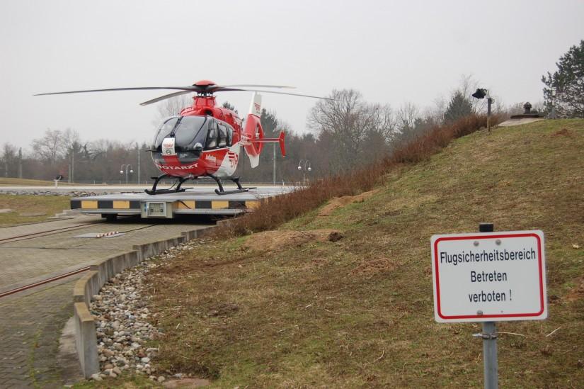 """Am selben Tag am St. Vincentius: Dort hatte im Jahr 2007 eine EC 135 die bewährte BO 105 als Rettungshubschrauber """"Christoph 43"""" abgelöst"""