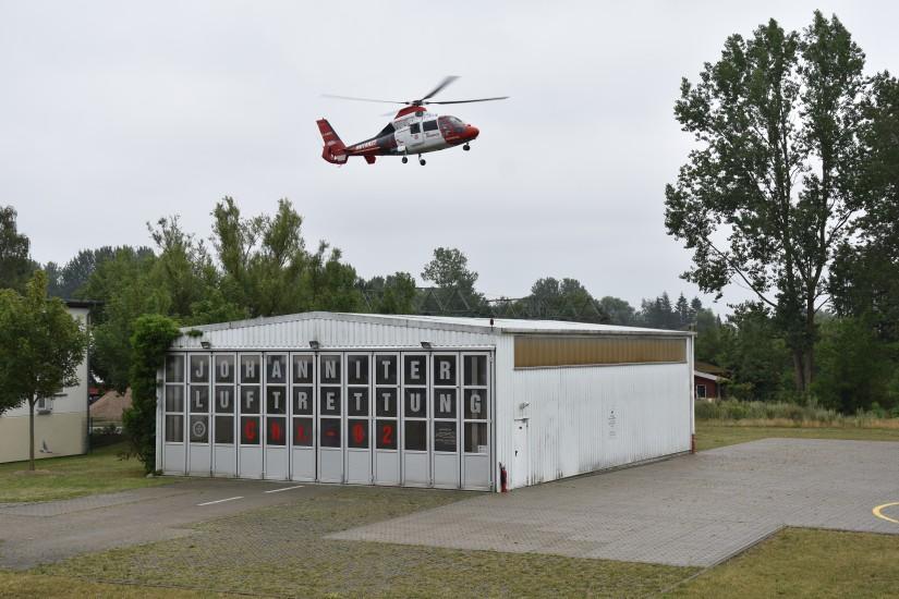 Im Juli 2019 flog noch Rotorflug für die Johanniter Luftrettung – wenige Monate später übernahm Heli-Flight den Flugbetrieb in Rostock
