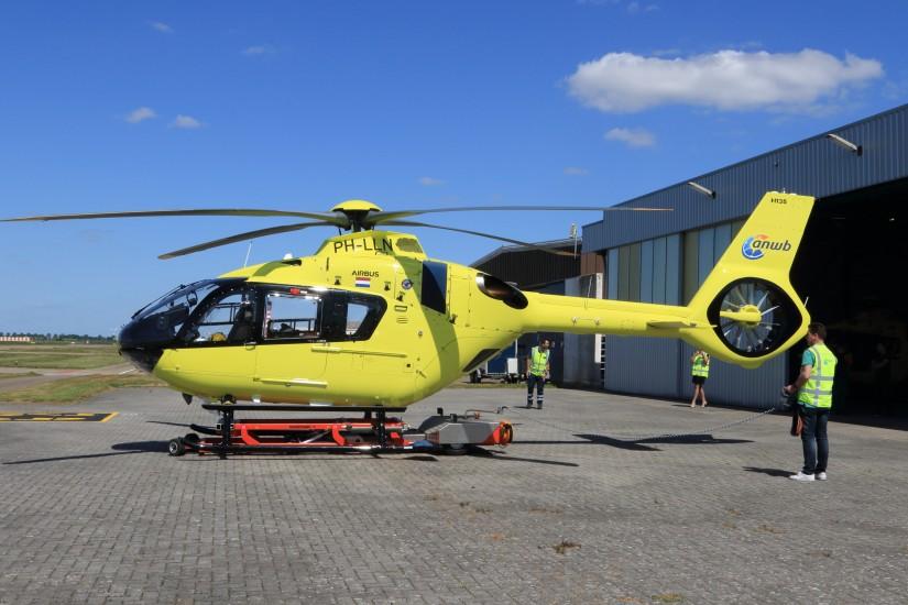 """Die neue H135 """"PH-LLN"""" für die ANWB-MAA, hier nach dem Überführungsflug eingetroffen in Lelystad, noch ohne die endgültige Beklebung"""