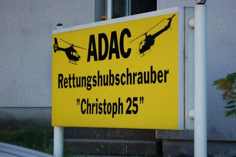 """Geht Ende des Jahres in den Ruhestand: die alte Luftrettungsstation """"Christoph 25"""" (hier das Stationsschild)"""