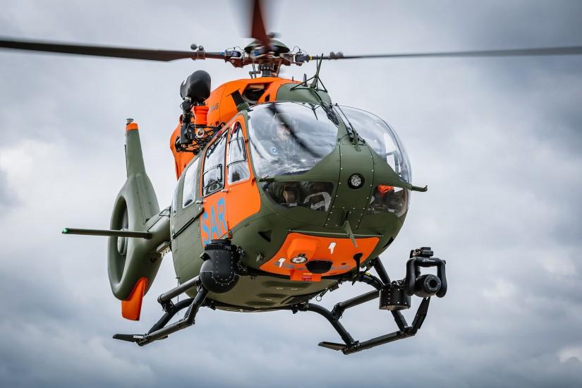 """H145 """"LUH SAR"""". Gut erkennbar das außen montierte Equipment, darunter die Rettungswinde und der Trakkabeam-Scheinwerfer"""