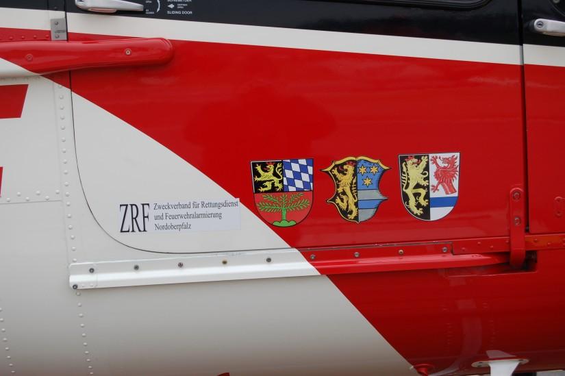 Die EC 135 trug eine besondere Beklebung, die auf den ZRF Nordoberpfalz und seine Mitglieder hinweist