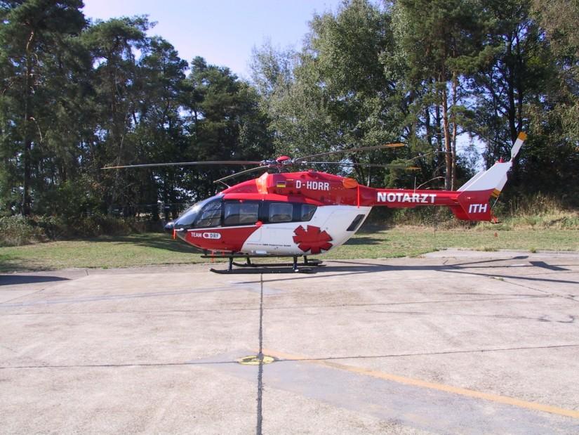 """2003 löste die EC 145 die Bell 412 als """"Christoph München"""" ab (hier kurz vor der Inbetriebnahme am Baden-Airpark)"""