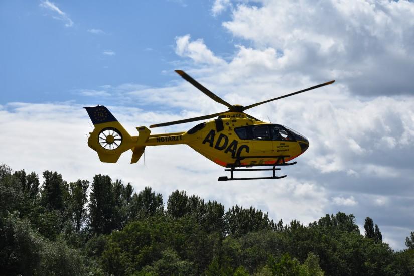 """Die zurzeit als """"Christoph 112"""" eingesetzte EC 135 P2 mit dem Kenner D-HDEC hat eine bewegte Geschichte hinter sich (hier sieht man sie als """"Christoph 8"""" beim Landeanflug auf ihre Homebase in Lünen)"""