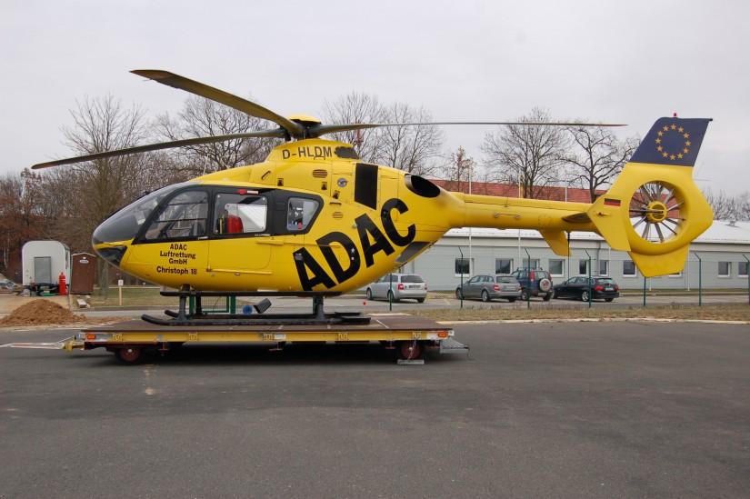 """Mitte Januar 2013 steht """"Christoph 18"""" an seinem Interimsstandort in Giebelstadt – kurze Zeit später kann er den renovierten Hangar an der Main-Klinik in Ochsenfurt beziehen"""