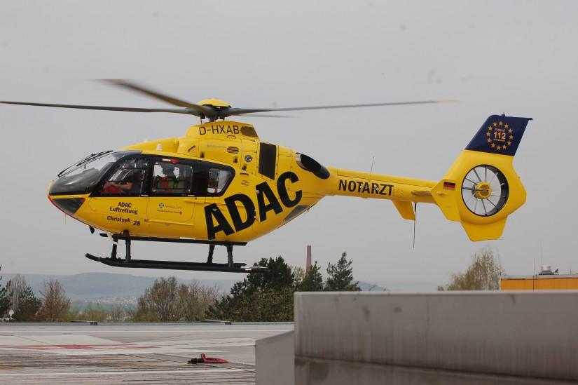 """An seinem 30sten Geburtstag am 3. April 2014 fliegt """"Christoph 28"""" zu einem Notfalleinsatz – die Maschine war am 21. Januar 2014 in Fulda in Dienst gestellt worden"""
