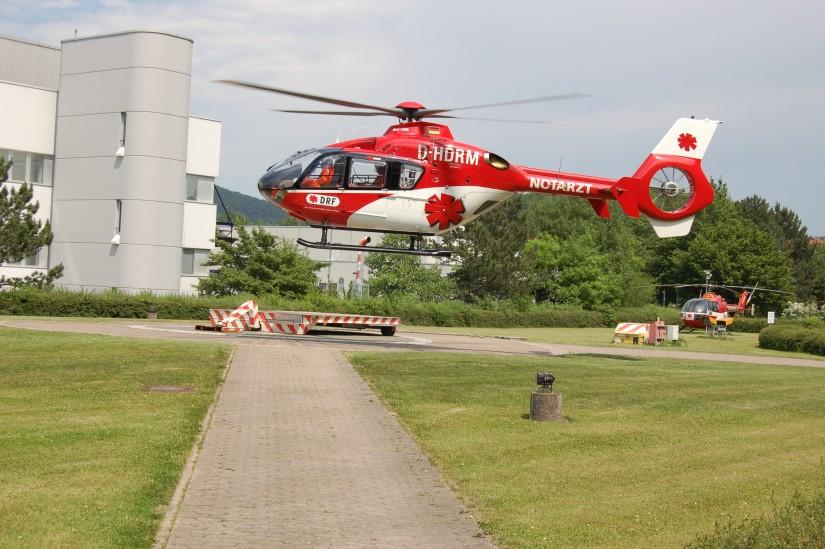 """Im Juni 2007 löste in Göttingen die EC 3135 mit dem Kenner D-HDRM die BO 105 als """"Christoph 44"""" ab"""