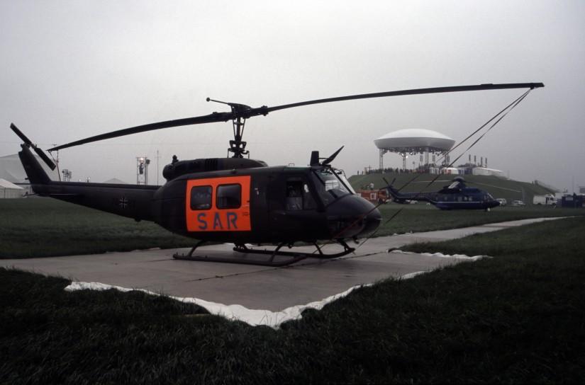 """Am 21. August 2005 steht die SAR-Maschine in unmittelbarer Nähe des sogenannten """"Papsthügels"""" – Anlass war der Abschlussgottesdienst beim Weltjugendtag 2005 auf dem Marienfeld mit Papst Benedikt XVI."""