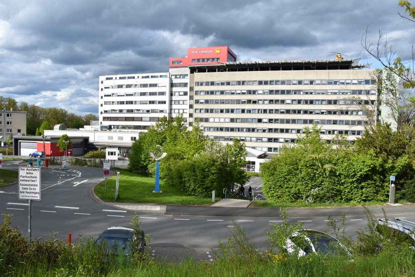 Siegens neuestes Wahrzeichen: die Luftrettungsstation der ADAC Luftrettung auf dem Dach des Diakonie Klinikums Jung-Stilling