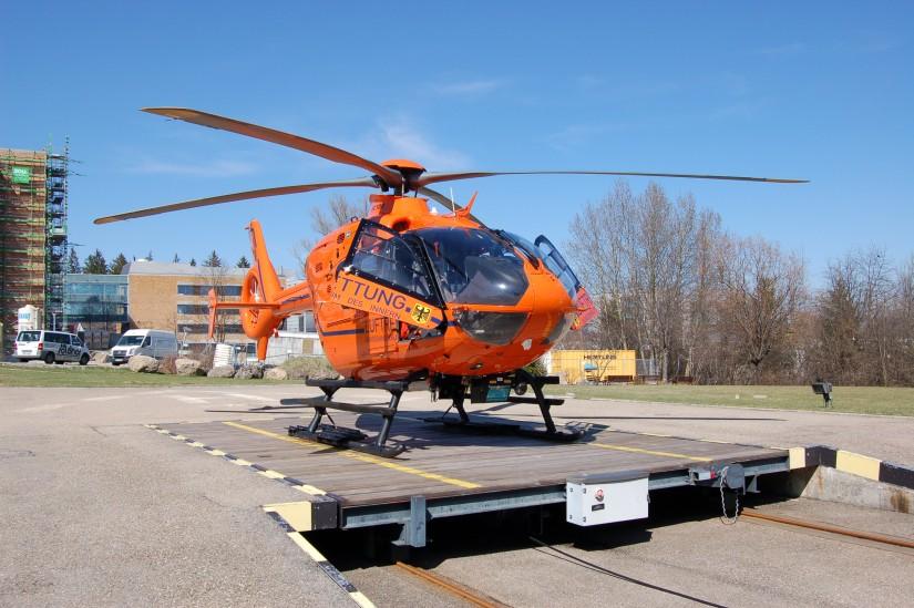"""Am 6. April 2008 steht die """"D-HZSA"""" als """"Christoph 17"""" einsatzklar am Klinikum Kempten – die am 16. September 1980 in Betrieb gegangene Station gibt es seit vielen Jahren nicht mehr"""