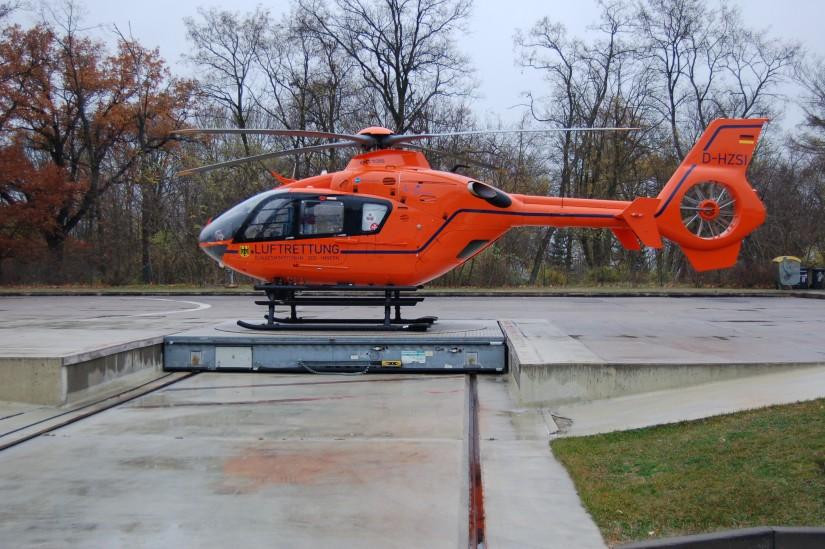 """In Brandenburg an der Havel wartet der ZSH """"Christoph 35"""" im November 2008 auf seinen nächsten Einsatz"""