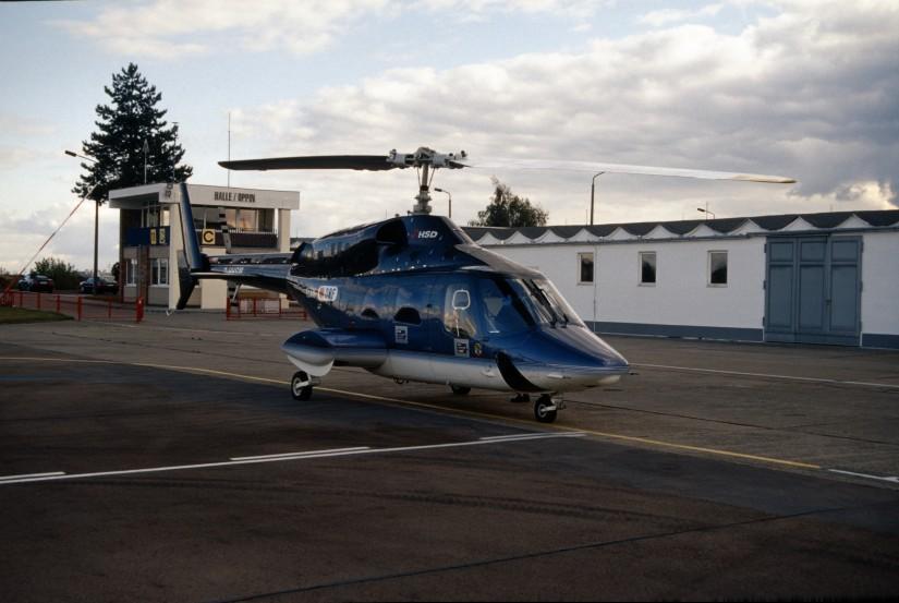 """Der HSD setzte an seiner Station am Flugplatz Halle-Oppin lange Jahre die Bell 222 als ITH """"Christoph Sachsen-Anhalt"""" ein"""