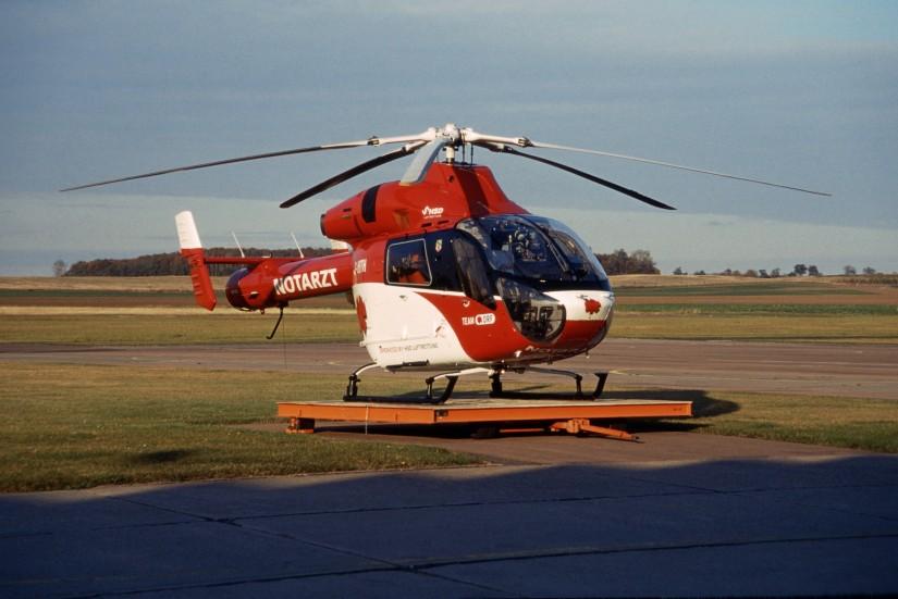 """Zur gleichen Zeit setzte das Team-DRF-Mitglied HSD auch eine der beiden von der ADAC Luftrettung übernommenen MD 900 Explorer als Back-up-RTH """"Christoph Halle"""" ein"""
