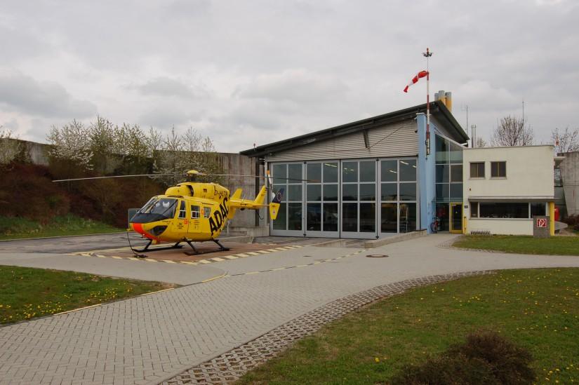 Im Juni 1994 begann der Bau einer Hubschrauberstation, die am 1. Juli 1995 feierlich eingeweiht wurde (die Aufnahme aus dem April 2012 zeigt Station und BK 117)