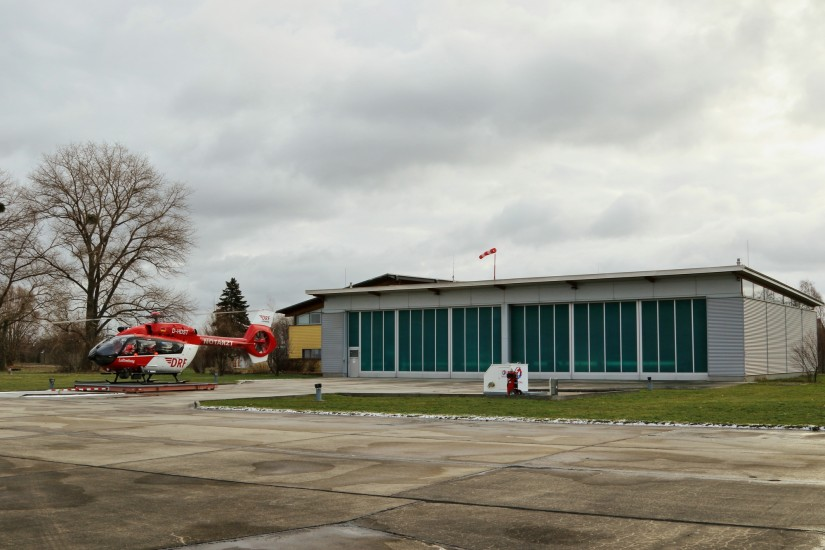 """Die DRF Luftrettung stationiert zusätzlich zum öffentlich-rechtlichen Rettungshubschrauber """"Christoph 62"""" (hier im Bild) auch einen ihrer Hubschrauber für den Katastrophenfall in Bautzen"""