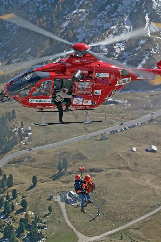 Windentraining mit der EC135T2i am Grödner Joch in den Dolomiten