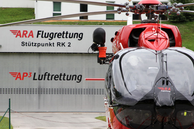 Neu: Das zusätzliche Logo der AP3-Luftrettung auf dem Hangar in Reutte