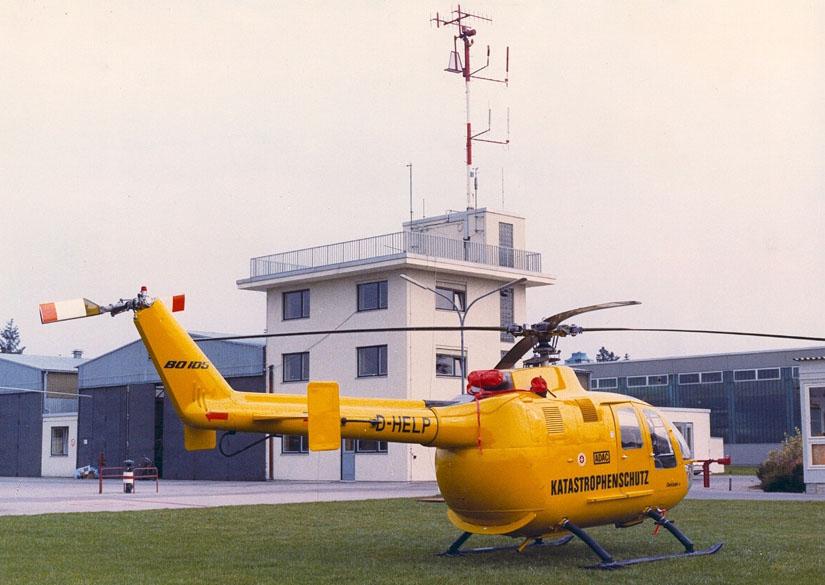 """Kurz vor der Indienststellung eines weiteren neuen ZSH - damals noch gelb lackiert: """"D-HELP"""", vorgesehen für den neuen RTH-Standort Hannover, im September 1972 auf dem Werksgelände von Hersteller MBB"""