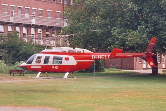 """Anfangstage des Intensivtransports mit Bell Jet- und Long Ranger. Hier die D-HELP in Bremen am Krankenhaus St. Georg mit """"Ambulanz Schleswig Holstein 74"""""""