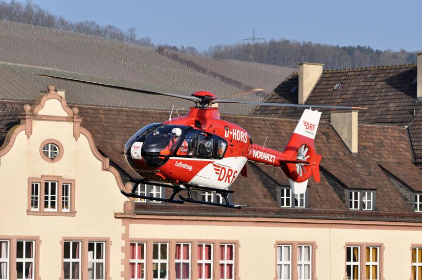 Christoph 18 im neuen Outfit am Heliport der Bereitschaftspolizei in Würzburg
