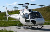 Ein Hubschrauber des Typs AS 350 BA von der Fa. FJS