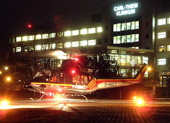Pausenlos einsatzklar: Die Hubschrauberstationen des HDM. Hier Christoph Berlin in der Nacht des 14.01.2005 am Carl-Thiem-Klinikum in Cottbus