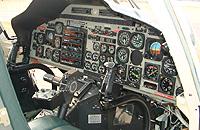 """Cockpit der Bell 222 """"D-HTEN"""", die Teuto Air jahrelang eingesetzt hatte"""