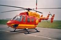 """Bunte Vögel gab es auch in der sächsischen Luftrettung: hier die durch die RTL-Serie """"Medicopter 117"""" bekannte BK 117 im Leiheinsatz für die IFA"""