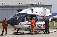 Hubschrauberpilot Prinz William, hier im Anzug, mit Familie bei einem Besuch vor wenigen Wochen in Hamburg, auf der Airbus-Werft in Finkenwerder