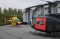 Christoph Hansa startet zu einem Einsatz; rechts die Bell UH-1D