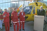 09.02.2002: Offizielle Übergabe durch Geschäftsführer Herrn Rehkopf vor der Halle Münsterland