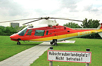 Die Agusta A 109 (D-HEED) des HSH auf dem Landeplatz an der Kinderklinik St. Augustin