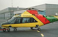 """Agusta 109 C (D-HFMW), der sog. """"Papagei"""", der Firma Rotorflug auf dem FMO"""