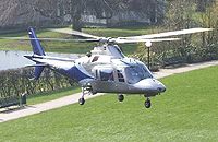 Agusta A 109 C (D-HAAP) im Anflug auf das Herzzentrum Bad Rothenfelde