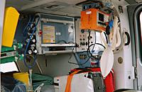 "Medizinische Ausrüstung. Gut erkennbar z.B. der Respirator ""Oxylog 3000"""