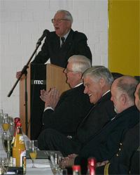 Interdisziplinär ausgelassene Heiterkeit bei der Rede des Herrn Dr. H. Kassel