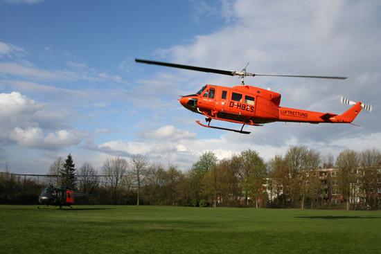 Final take-off der beiden Bell-Hubschrauber