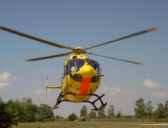 Erste Landung in Senftenberg am 16.07.2003. Die EC 145 wurde sicher von Pilot H.-G. Schäfer aus Bayern zum LRZ überführt