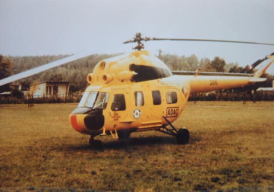 Eine Rarität, leider nur vom 21.09. bis 03.10.1990 so lackiert zu sehen. Eine Mi-2 der HSFA-103 des KHG 3 in Cottbus in den Farben der ADAC Luftrettung und mit dem Logo des ADAC und der DRF
