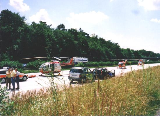 """""""Gemeinsam sind wir stark"""" - drei RTH bei einem schweren Verkehrsunfall."""