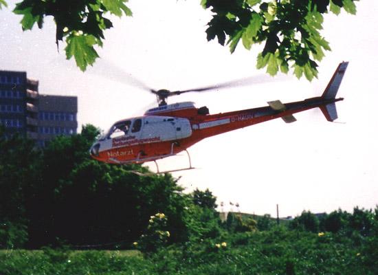 """Abflug der """"D-HAUN"""" aus dem Parkgelände des Krankenhauses"""