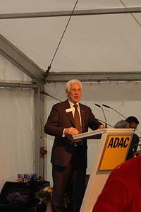 Geschäftsführer ADAC Luftrettung Herr Friedrich Rehkopf bei seiner Eröffnungsrede