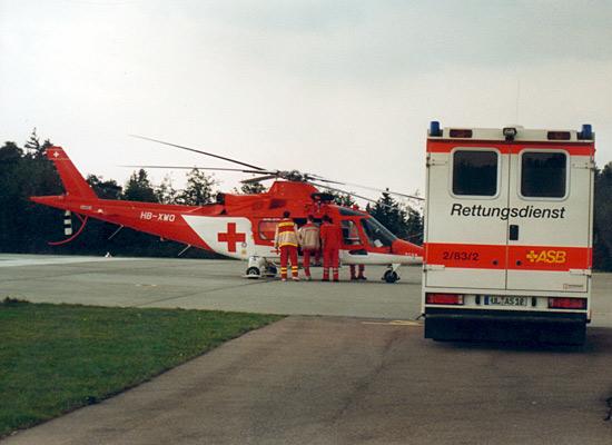 Die Gestaltung der Schweizer REGA-Helikopter ist dem der DRF ähnlich