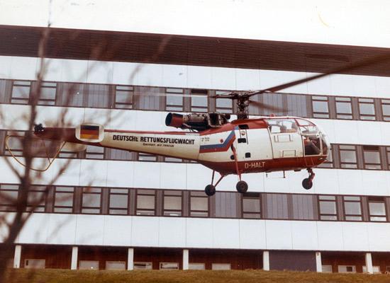 """Die allererste Maschine, mit welcher die DRF die reguläre Luftrettung antrat, war eine Alouette III wie die gezeigte; hier die D-HALT mit Subtitel """"German air rescue"""""""